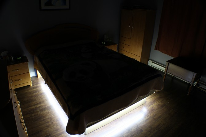 diy bricoler soi m me un clairage au led sous le lit de la chambre coucher end2end zone. Black Bedroom Furniture Sets. Home Design Ideas